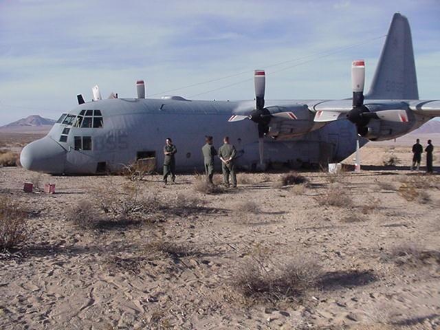 Tai nan may bay C-130 anh 1