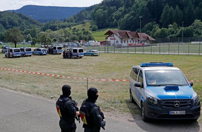 1.500 cảnh sát Đức lùng 3 ngày vẫn chưa tìm ra người bí ẩn mang cung