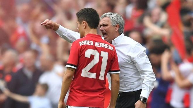 Man United sap 'troi' xong ca Herrera lan Young hinh anh 2