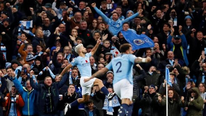 Man City dang cho Chelsea 'ngui khoi' ve moi mat hinh anh 1