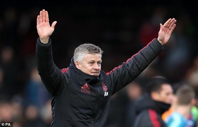 Man United tro lai Top 4 Premier League anh 3
