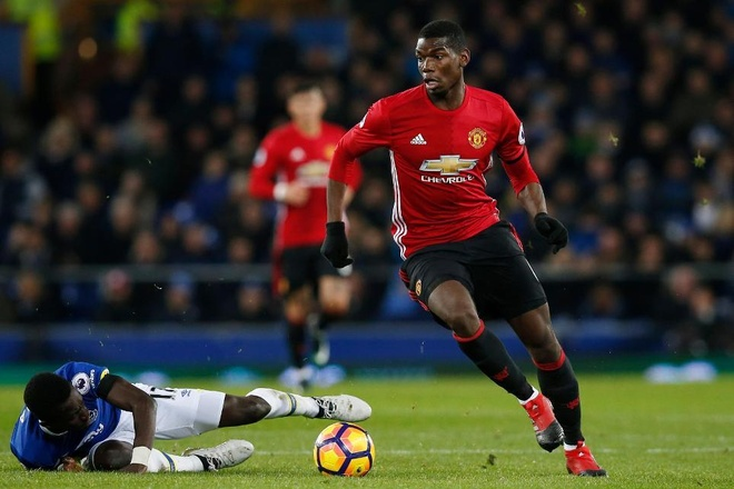 Derby Manchester se lam lo chan tuong cua Pogba hinh anh 3