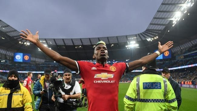 Derby Manchester se lam lo chan tuong cua Pogba hinh anh 1