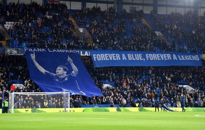 Lampard huy hoai tuong lai khi nhan ghe nong o Chelsea? Hinh anh 1