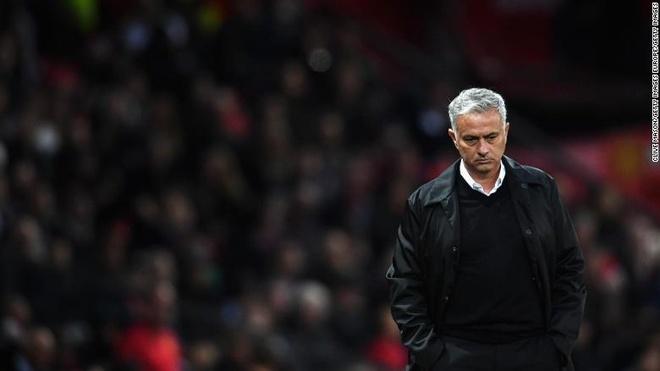 Mourinho tro lai Old Trafford va su sap dat tro treu cua so phan hinh anh 2