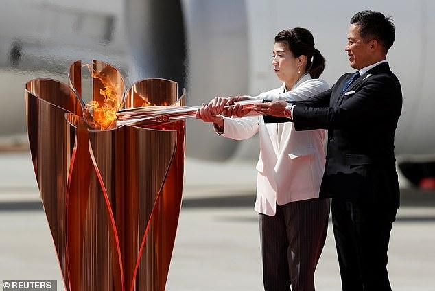 Tai sao Olympic 2020 nen hoan? hinh anh 2 26260768_8139583_image_a_15_1584872279428.jpg