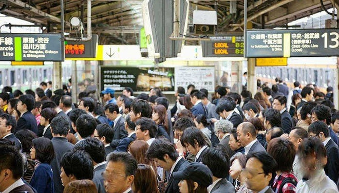 Nhat Ban tiec nuoi khi hoan Olympic hinh anh 2 Rush_Hour_in_Shinjuku_Station.jpg