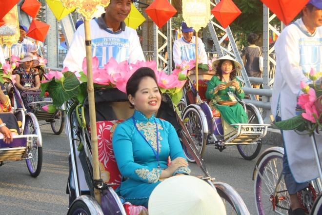 Hon 300 nghe nhan tham du le te to o festival nghe tai Hue hinh anh 2
