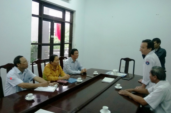 Giam doc So Thong tin xin loi bac si Hoang Cong Truyen hinh anh 1