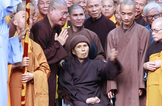 Hàng nghìn phật tử đổ về Huế mong gặp thiền sư Thích Nhất Hạnh