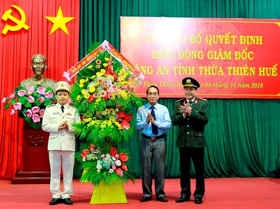 Pho tu lenh Canh sat co dong lam giam doc cong an Thua Thien - Hue hinh anh 1