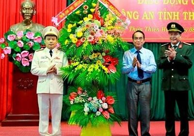 Pho tu lenh Canh sat co dong lam giam doc cong an Thua Thien - Hue hinh anh