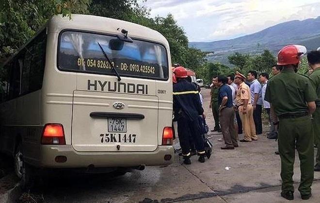 Ôtô lao vào vách núi khiến nhiều sinh viên Singapore bị thương