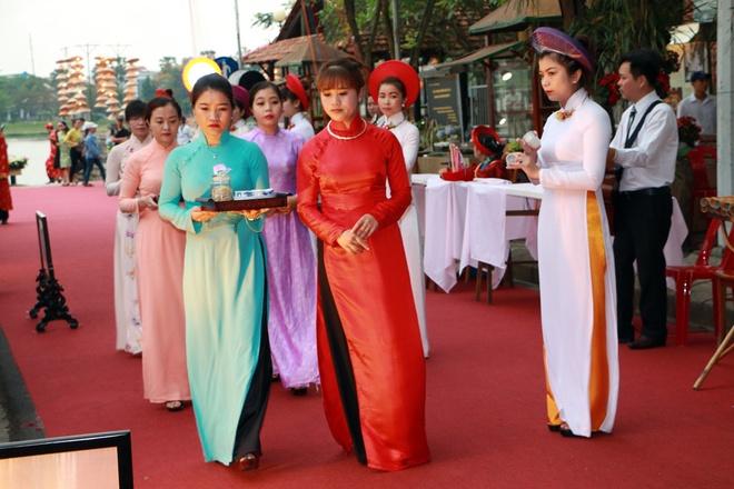 Ngay hoi ao dai Festival Hue ton vinh chua Nguyen Phuc Khoat hinh anh 1 bg.jpg