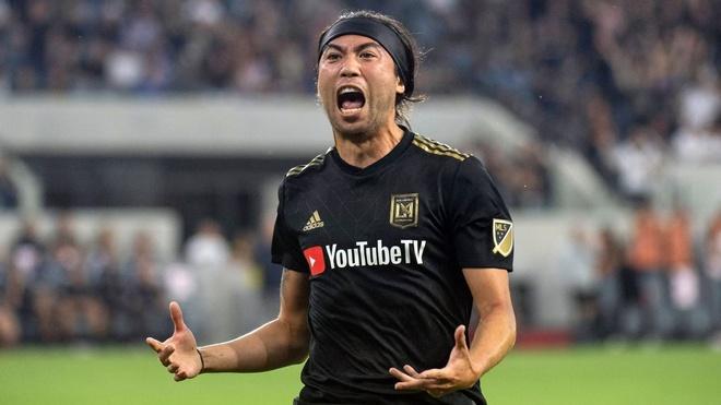 Lee Nguyen toa sang giup Los Angeles hoa doi cua Ibrahimovic hinh anh