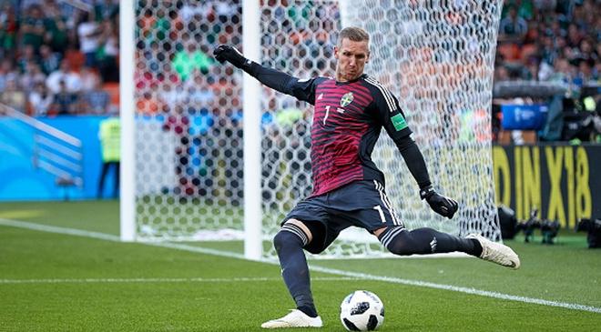 AS Roma chieu mo ngoi sao World Cup de thay the Alisson hinh anh