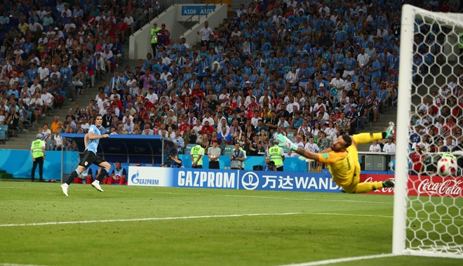 Hanh dong dep cua Ronaldo trong cuoc cham tran voi Uruguay hinh anh 3