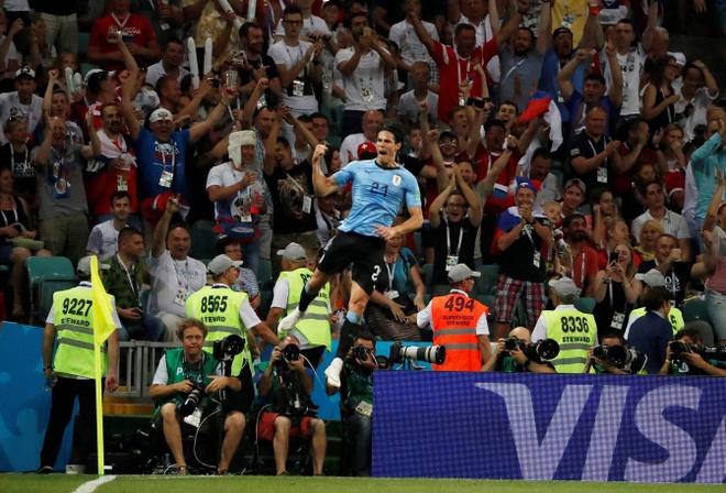 Hanh dong dep cua Ronaldo trong cuoc cham tran voi Uruguay hinh anh 1