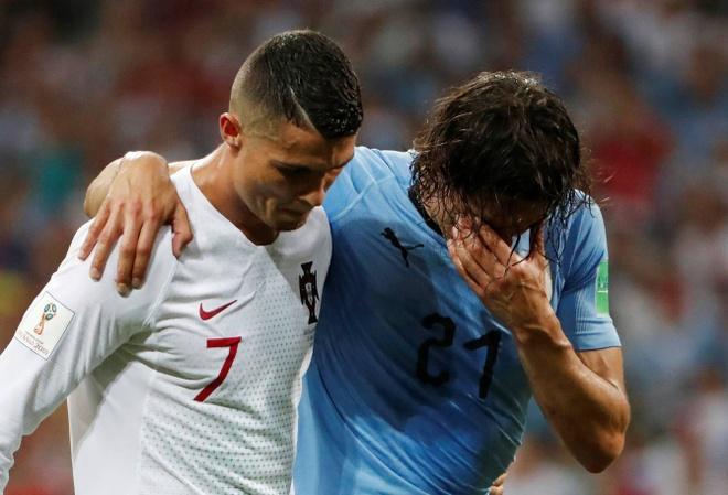 Hanh dong dep cua Ronaldo trong cuoc cham tran voi Uruguay hinh anh 5