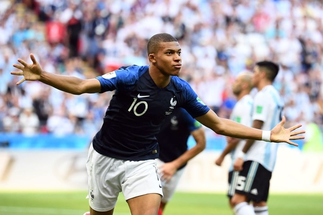 Mbappe: 'Toi muon duoc ngu cung chiec cup vang World Cup' hinh anh