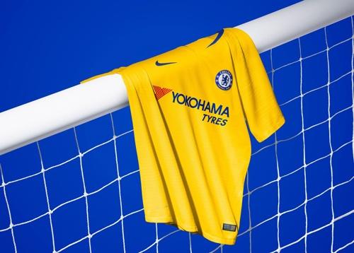Chelsea ra mat ao dau san khach mua toi: Van co Hazard, Kante hinh anh 1