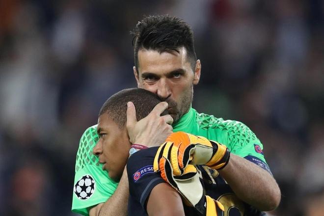 Mbappe duoc dan anh tai PSG nhac nho truoc them mua giai moi hinh anh 1