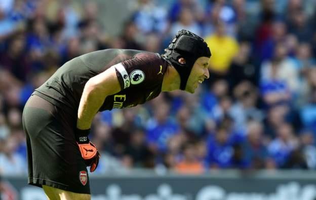 CDV Arsenal yeu cau 'tram' Petr Cech sau man trinh dien tham hoa hinh anh