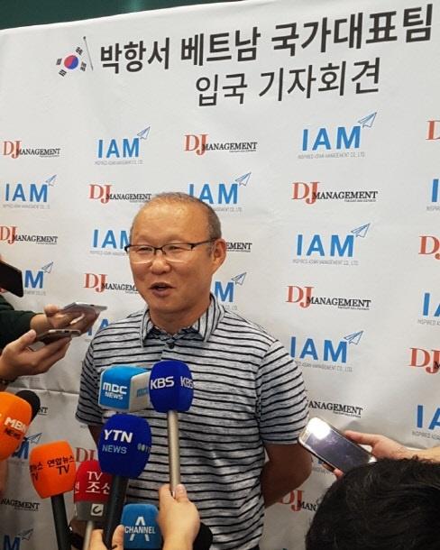 HLV Park Hang-seo rang ro trong ngay tham truong cu hinh anh 6