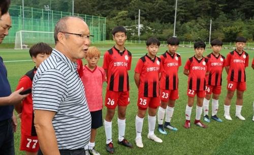 HLV Park Hang-seo rang ro trong ngay tham truong cu hinh anh 4