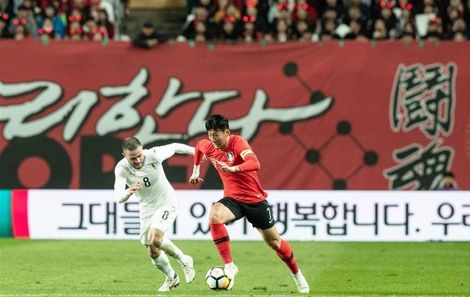 Son Heung-min truot penalty trong ngay Han Quoc ha Uruguay hinh anh 4
