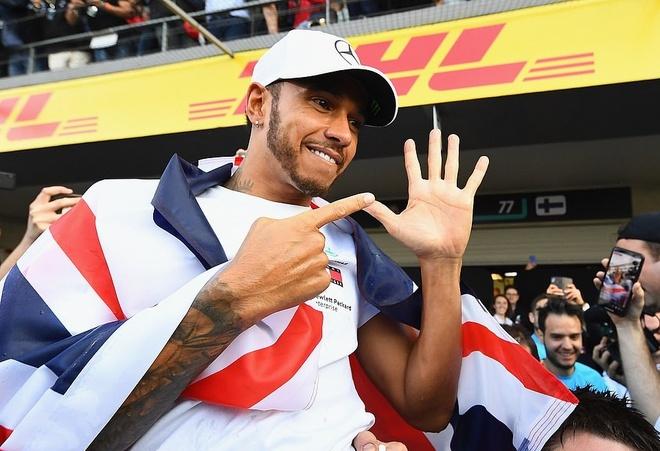 Hamilton sanh vai huyen thoai sau lan vo dich F1 thu 5 trong su nghiep hinh anh