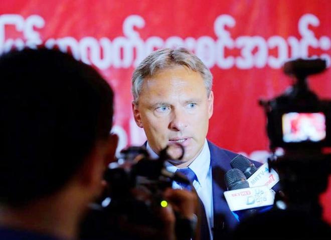 HLV Myanmar: 'Tuyen Viet Nam se gap nhieu suc ep khi da san nha' hinh anh