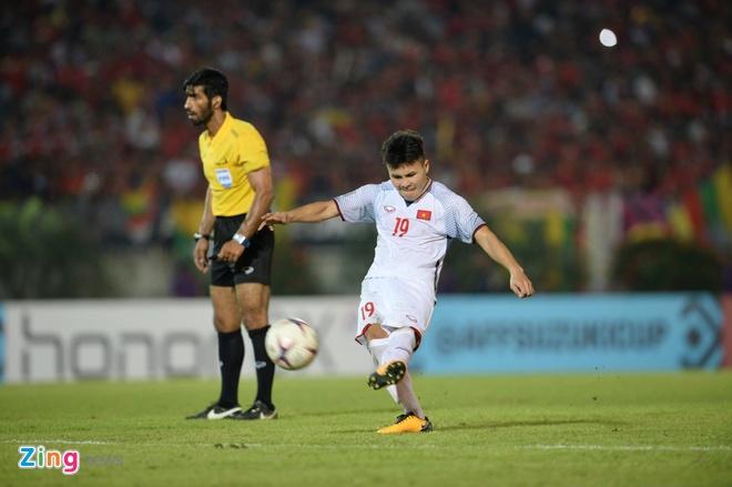 Quang Hai vuot troi trong top 5 tien ve hang dau vong bang AFF Cup hinh anh