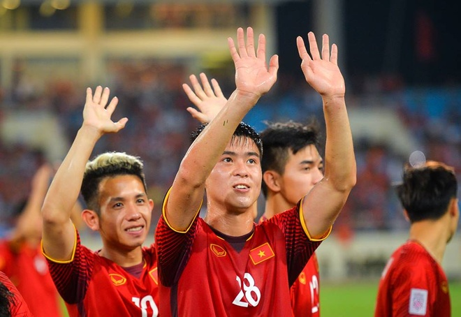 Bo Duy Manh: 'Cau thu Philippines to lon nhung khong dang so' hinh anh