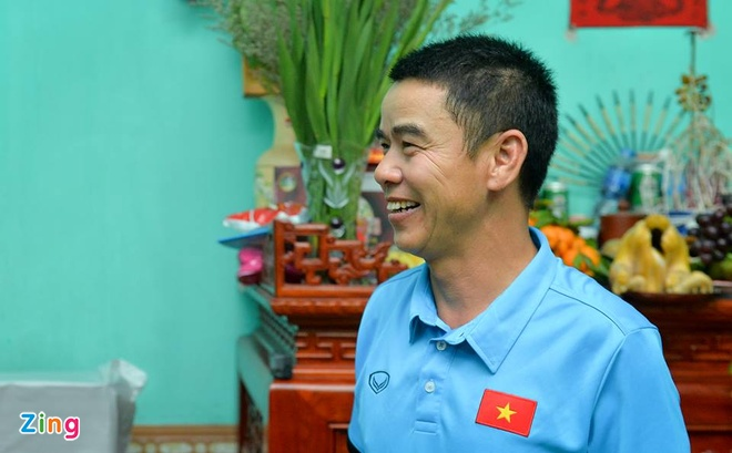 Bo Duy Manh: 'Cau thu Philippines to lon nhung khong dang so' hinh anh 1