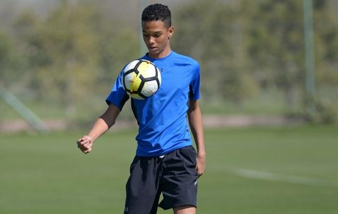 Ly do khien con trai huyen thoai Barca khong duoc du U17 World Cup hinh anh 1