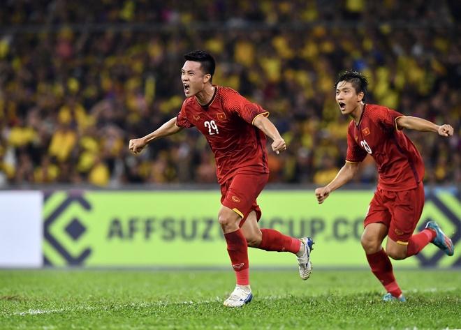 Nguyen Huy Hung - tien ve vuot qua su hoai nghi de toa sang o AFF Cup hinh anh