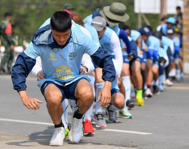 Xuan Truong rang ro tham gia thu thach dau tien tai Buriram United hinh anh 3