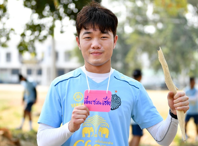 Xuan Truong rang ro tham gia thu thach dau tien tai Buriram United hinh anh 7