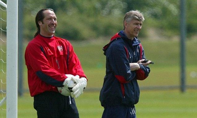 Huyen thoai Arsenal tin tuong HLV Wenger thich hop de thay the Sarri hinh anh 1