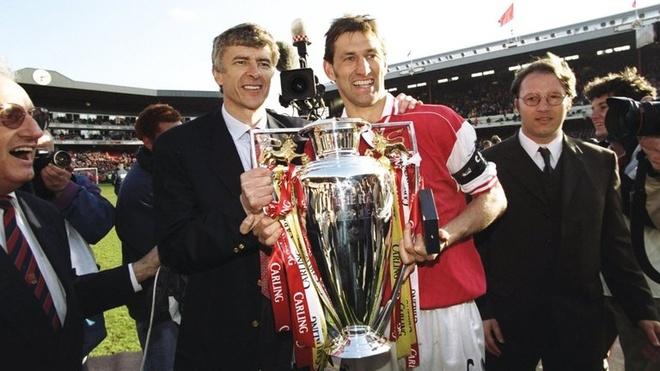 Huyen thoai Arsenal tin tuong HLV Wenger thich hop de thay the Sarri hinh anh 2