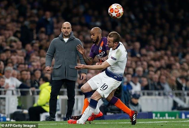CDV Man City goi Fabian Delph la thang bat tai sau tran thua Tottenham hinh anh 2