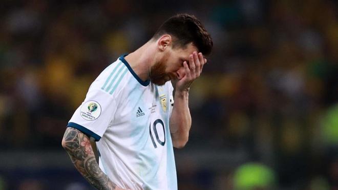 Hi hoa Messi 60 tuoi van cho doi danh hieu dau tien cung Argentina hinh anh 1