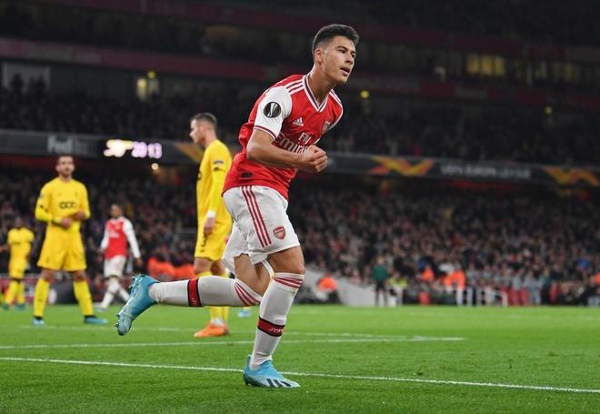 Sao tre Arsenal ghi ban bang ca doi MU trong hon mot thang hinh anh 1