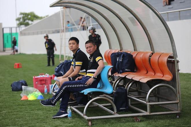 HLV Chu Dinh Nghiem: 'Con qua som de noi ve chuc vo dich cua Ha Noi' hinh anh 1