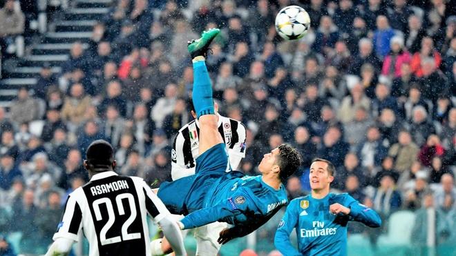 Ghi sieu pham de doi, Ronaldo van ngam ngui xep sau Salah hinh anh 1