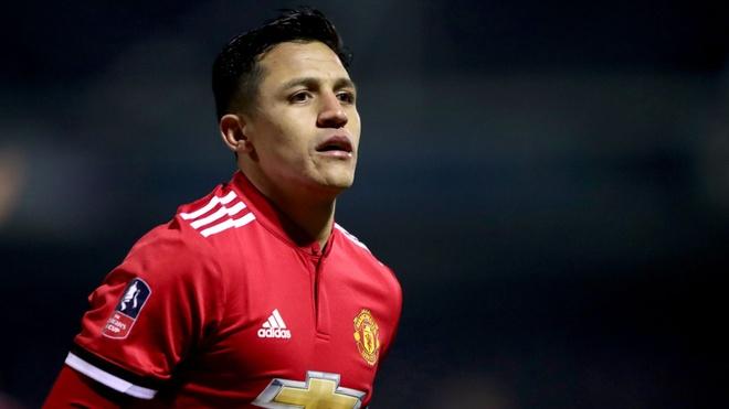 'Mourinho nen tong Sanchez len ghe du bi va tin dung Martial' hinh anh