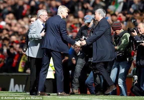HLV Wenger nhan tinh cam dac biet tu Alex Ferguson va Jose Mourinho hinh anh 2
