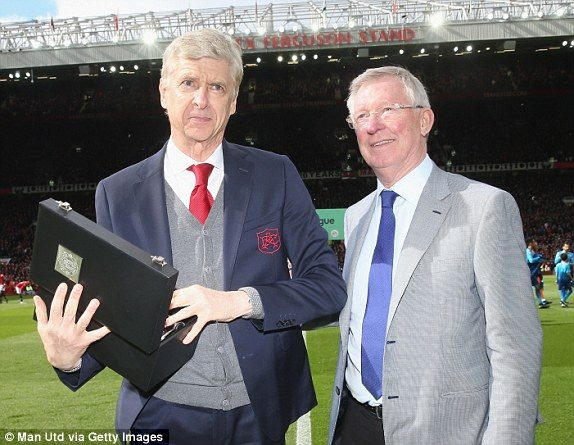 HLV Wenger nhan tinh cam dac biet tu Alex Ferguson va Jose Mourinho hinh anh