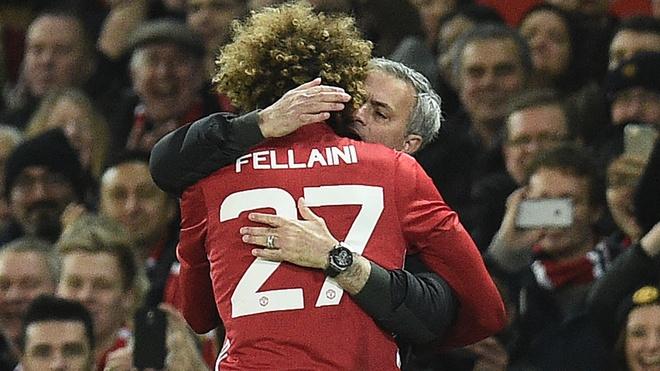 Fellaini toa sang trong su bat luc cua Jose Mourinho hinh anh 1